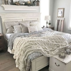 Smart Modern Farmhouse Style Bedroom Decor37