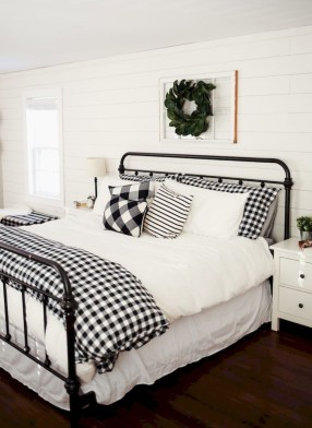 Smart Modern Farmhouse Style Bedroom Decor43