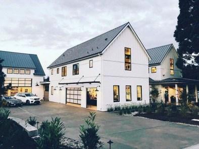 Top Modern Farmhouse Exterior Design24