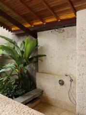 Amazing Outdoor Bathroom Design Ideas40