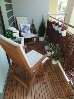 Creative And Simple Balcony Decor Ideas10