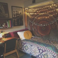 Awesome Bohemian Bedroom Tapestry Decorating Ideas39