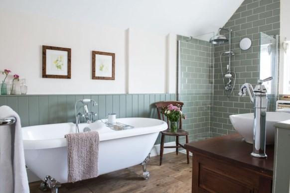 Gorgeous Cottage Bathroom Design Ideas24