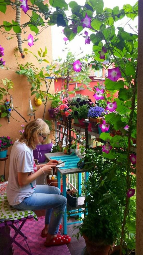 Gorgeous Flower On Balcony Ideas16