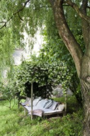 Amazing Ideas For Vintage Garden Decorations For Your Inspiration03