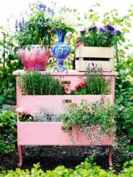 Amazing Ideas For Vintage Garden Decorations For Your Inspiration17