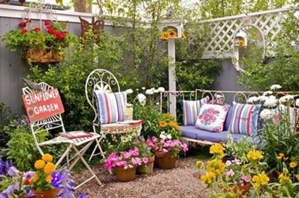Amazing Ideas For Vintage Garden Decorations For Your Inspiration25
