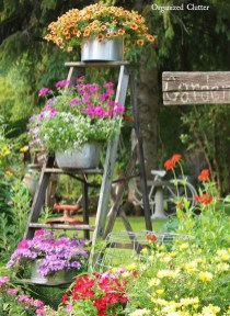 Amazing Ideas For Vintage Garden Decorations For Your Inspiration27