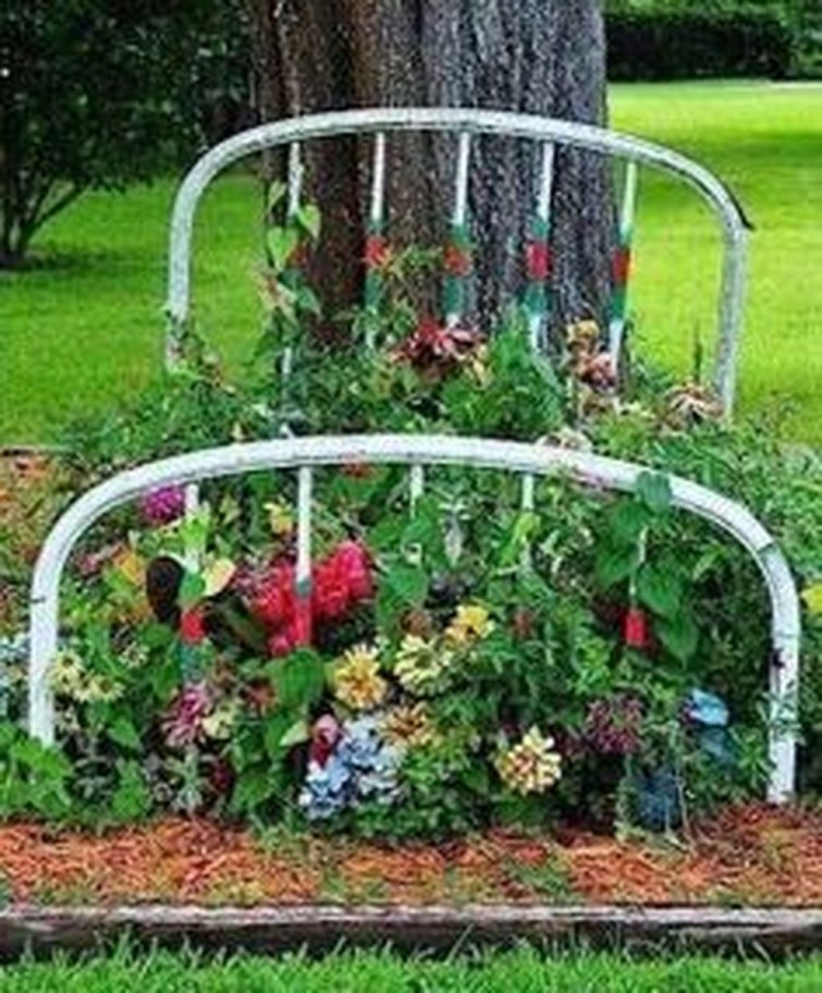 Amazing Ideas For Vintage Garden Decorations For Your Inspiration40