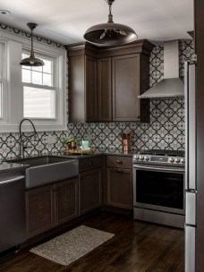 Charming Kitchen Cabinet Decorating Ideas32