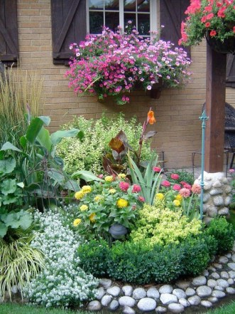 Incredible Flower Bed Design Ideas For Your Small Front Landscaping03