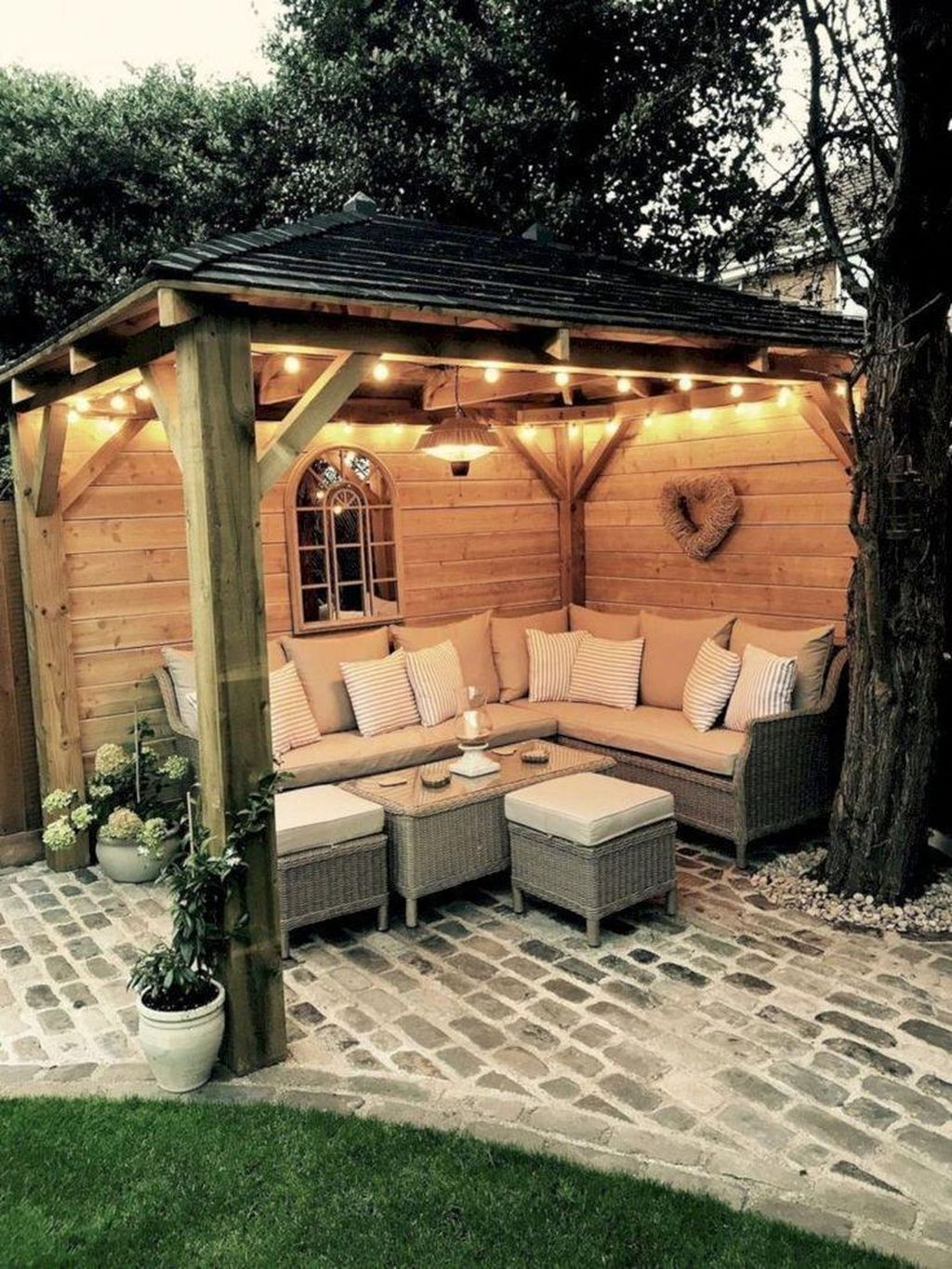 Comfortable Backyard Decoration Ideas For Your Summer40