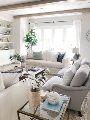 Beautiful Summer Living Room Decor Pieces To Enhance Your Home06