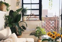 Beautiful Summer Living Room Decor Pieces To Enhance Your Home25