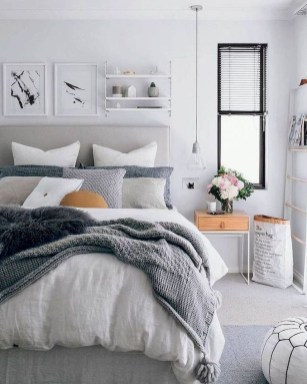 Simple Bedroom Decorating Ideas That Feel Spacious06