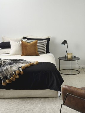 Simple Bedroom Decorating Ideas That Feel Spacious08