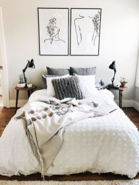 Simple Bedroom Decorating Ideas That Feel Spacious18