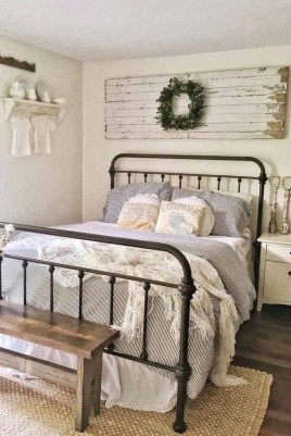 Simple Bedroom Decorating Ideas That Feel Spacious26