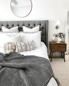 Simple Bedroom Decorating Ideas That Feel Spacious35