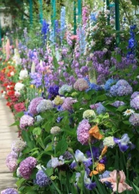 Beautiful Flower Beds Ideas For Home09