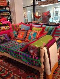 Charming Boho Living Room Decorating Ideas With Gypsy Style04