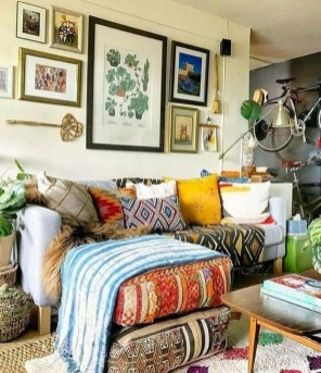 Charming Boho Living Room Decorating Ideas With Gypsy Style17