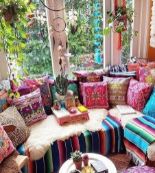 Charming Boho Living Room Decorating Ideas With Gypsy Style21
