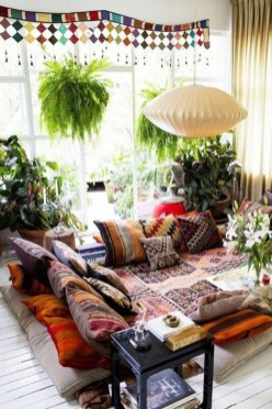 Charming Boho Living Room Decorating Ideas With Gypsy Style33