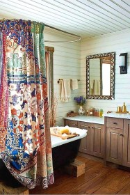 Fabulous Bathroom Design Ideas With Boho Curtains03