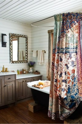 Fabulous Bathroom Design Ideas With Boho Curtains07