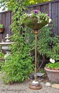 Unique Garden Decorating Ideas11