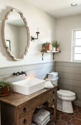 Vintage Farmhouse Bathroom Decor Design Ideas34