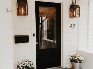 Modern Cottage Style with Elegant Flair