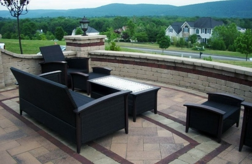 Backyard Patio Paver with Contrasting Color