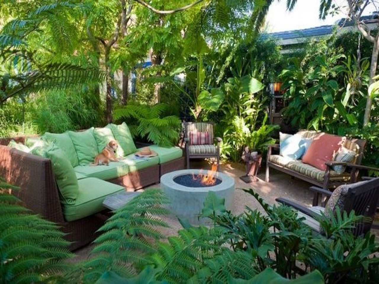Tropical Backyard Landscaping Ideas, Making Backyard Great ... on Tropical Small Backyard Ideas id=46431
