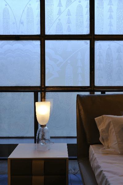 les grands magasins. Black Bedroom Furniture Sets. Home Design Ideas