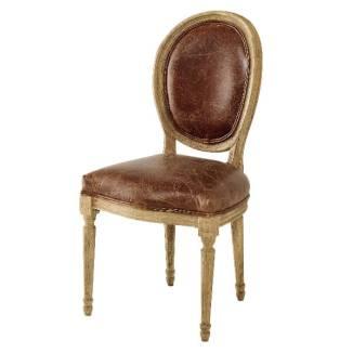 Chaise médaillon, cuir et chêne massif, 249 €.