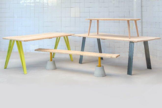 des_pieds_sous_ma_table