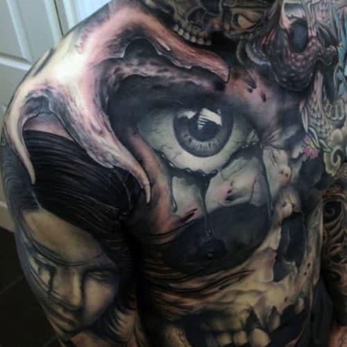 tatouage crane poitrine