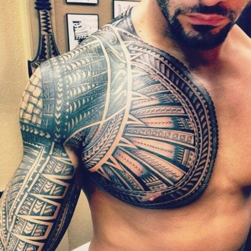 tatouage poitrine et bras