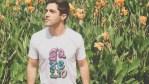 Le tee-shirt personnalisé pour homme en faveur d'un style plus authentique
