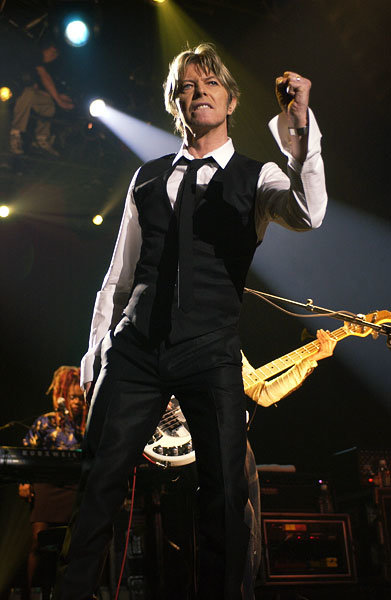 11june2002-david-bowie-fashion-evolution-600