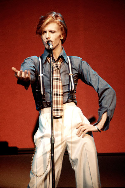 1oct1974-david-bowie-fashion-evolution-600