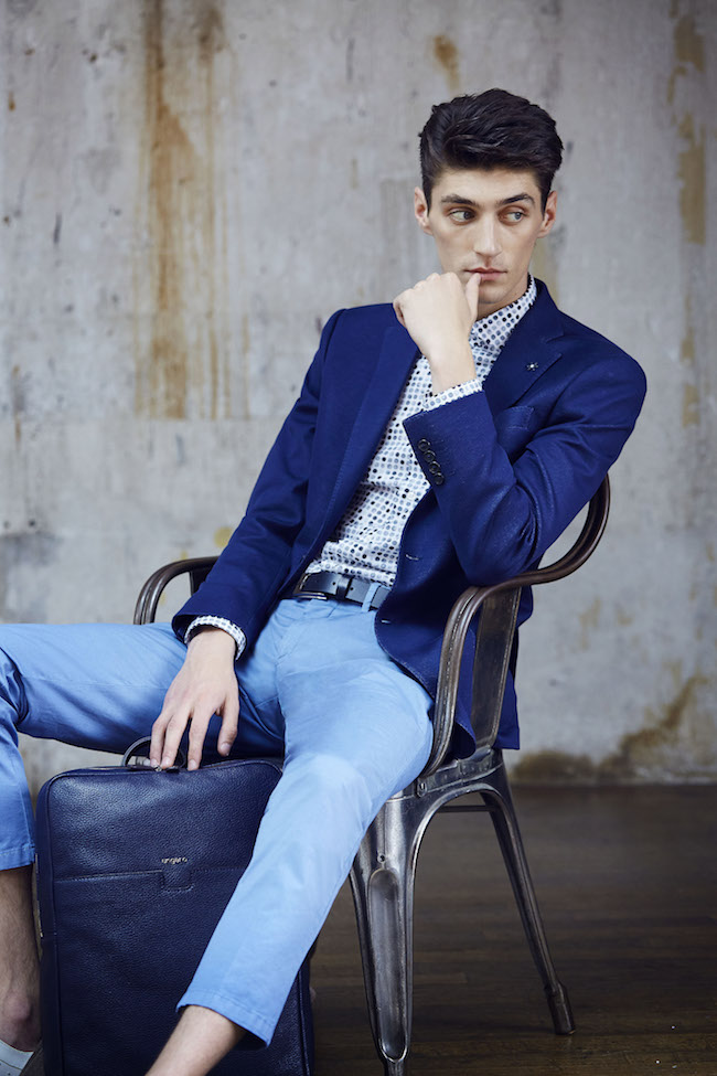 veste de costume bleu et chino Ungaro
