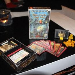 Spielmaterial des Kartenspiels Ohne Furcht und Adel