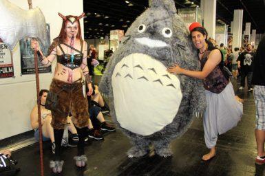 Aladdin umarmt Totoro