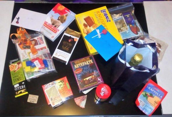 Geschenke auf einem Tisch