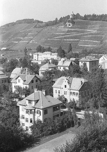 Koroška_vrata_-_v_ozadju_Kalvarija_1961