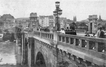 Nekdanje svetilke na mostu
