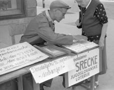 Prodajalec srečk leta 1956 v Mariboru